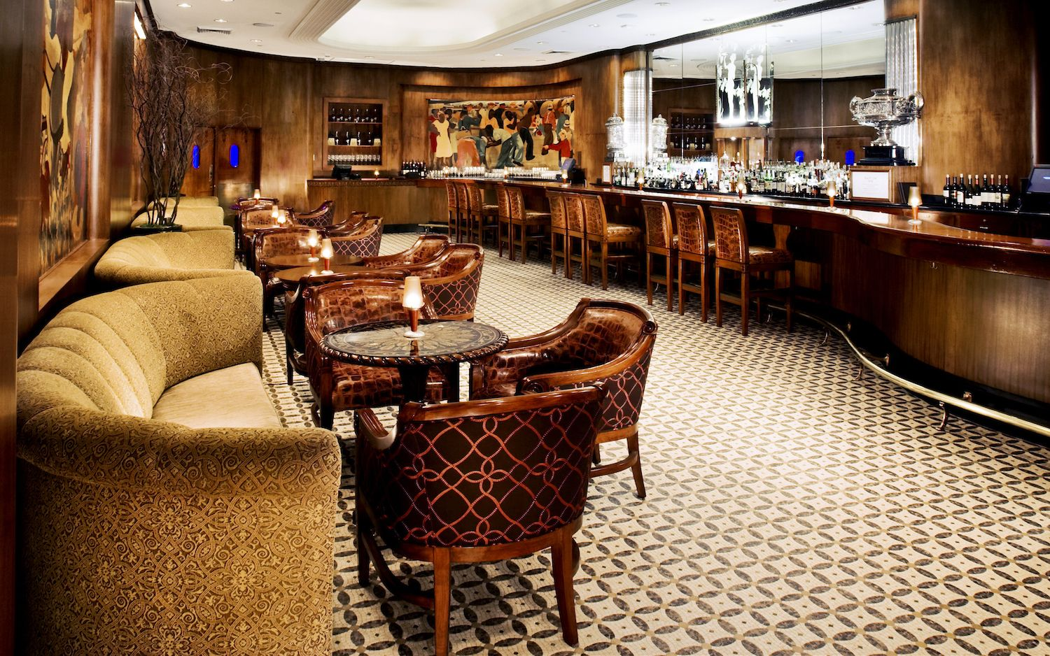 New Orleans Luxury Apartments-bar